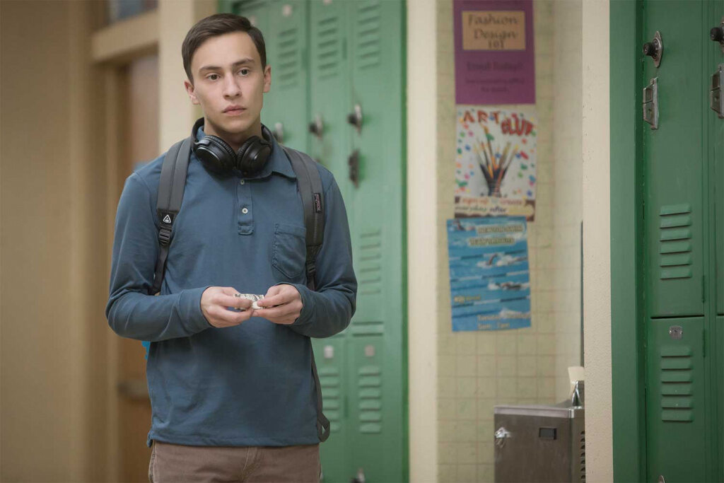 """Keir Gilchrist in der Serie """"Atypical"""""""